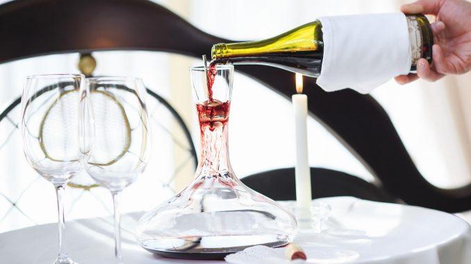 decantare il vino